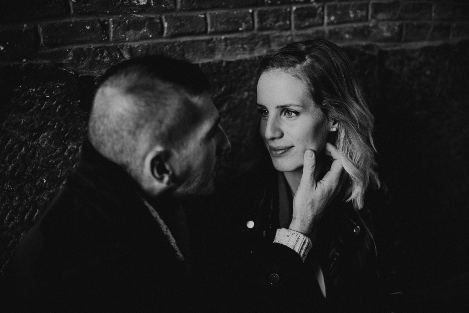 seance-couple-vieux-lille-engagement-photographe-lifestyle-nord-19