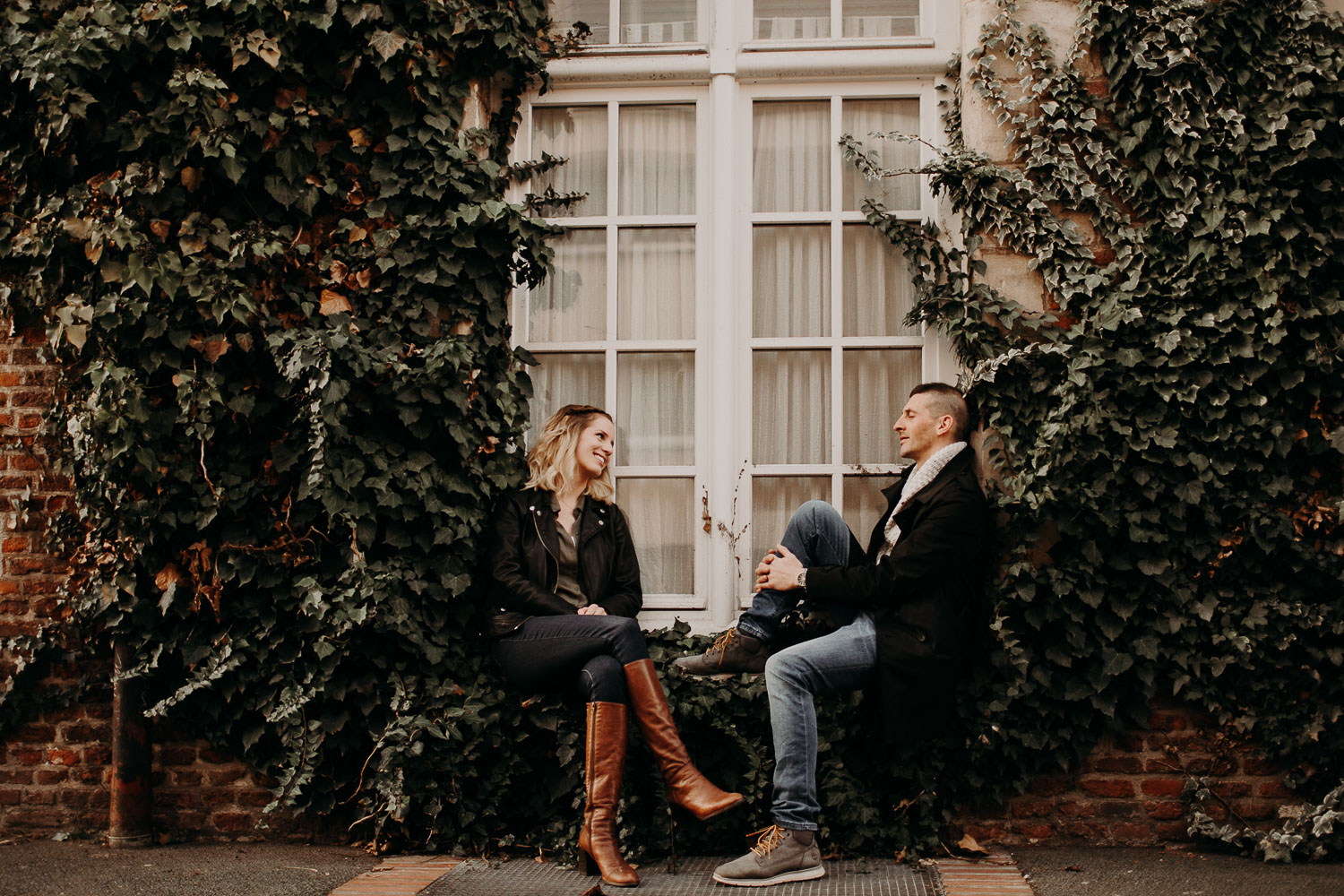 seance-couple-vieux-lille-engagement-photographe-lifestyle-nord-29
