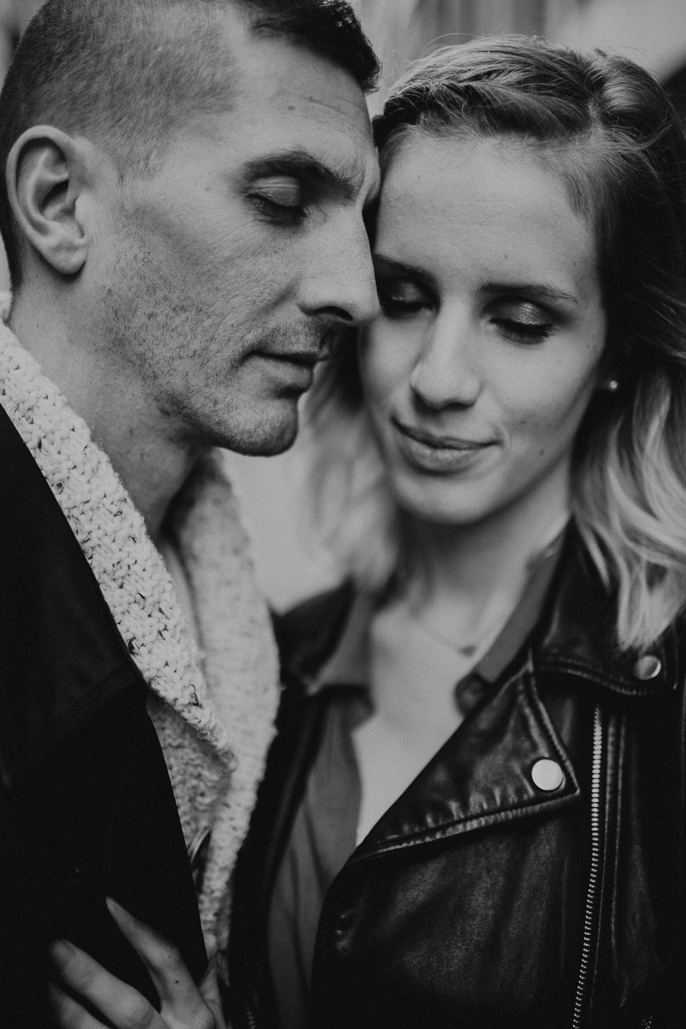 seance-couple-vieux-lille-engagement-photographe-lifestyle-nord-36