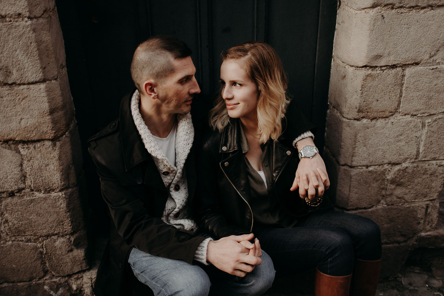 seance-couple-vieux-lille-engagement-photographe-lifestyle-nord-46